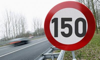 Limite di velocità: in autostrada la Lega propone i 150 km/h
