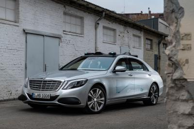 Mercedes: l'auto comunicherà con i pedoni