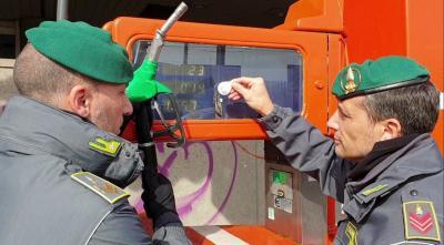 Benzinai: nuova truffa scoperta a Napoli dalla Guardia di Finanza