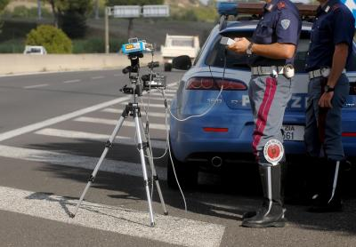 Autovelox: se l'apparecchio o la pattuglia non si vedono bene allora la multa è contestabile