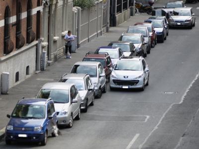 Roma: occhio a sostare in doppia fila