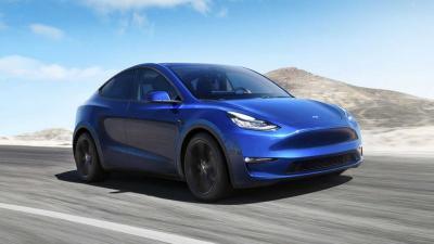 Tesla: con l'aggiornamento il cambio corsia è automatico