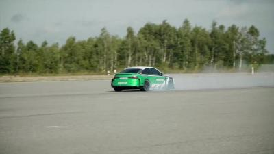 Elettrico vs Porsche