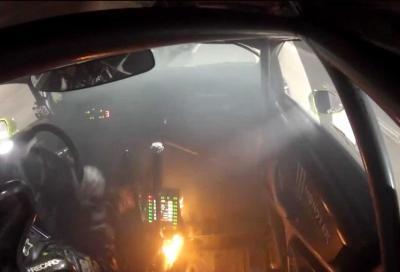 Ken Block: l'auto si incendia e lui continua a correre