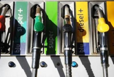 Carburanti, consumi in calo