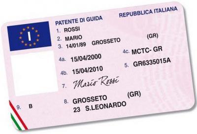 Patente auto: quando si può guidare con il foglio rosa? A che età?