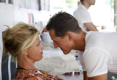 """Michael Schumacher, parla la moglie Corinna: """"sta migliorando"""""""