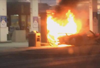 Porsche, una 918 Spyder ha preso fuoco a un stazione di servizio