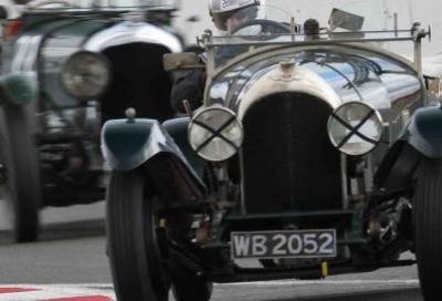 Nove decadi di Bentley in gara a Donington Park