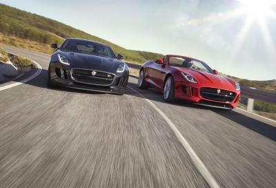 Jaguar F-TYPE ora disponibile con trazione integrale e cambio manuale