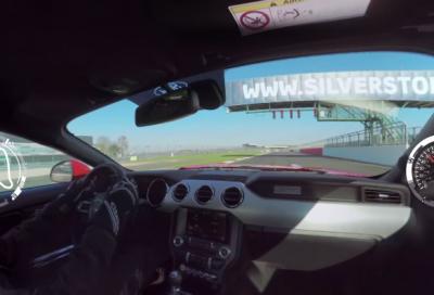 In pista a Silverstone con la Ford Mustang GT, una video-experience interattiva