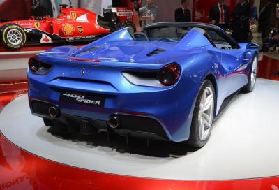 Nuova Ferrari 488 Spider, le foto dal Salone