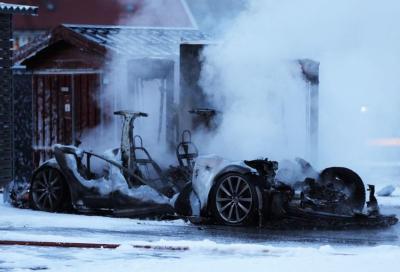 Tesla, una Model S ha preso fuoco a Kristiansand, in Norvegia