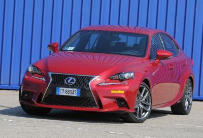 Lexus IS 300H F Sport, stile ibrido