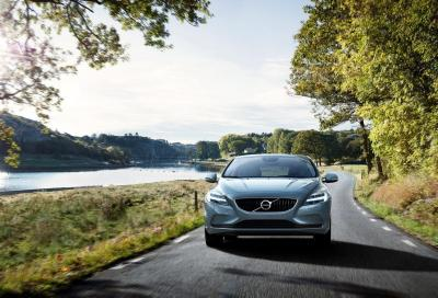 Nuove Volvo V40 e V40 Cross Country MY 2017, foto e video