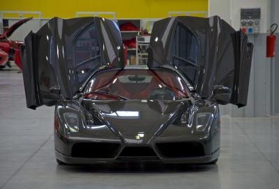 Una Ferrari Enzo con carrozzeria in fibra di carbonio a vista in vendita a 3,5 milioni di dollari
