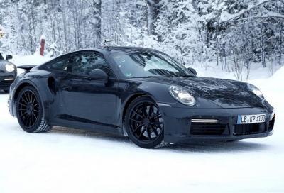 Porsche 911 Turbo 2019: la 992 in azione su neve