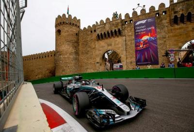 F1, a Baku la spunta Hamilton dopo l'harakiri Red Bull
