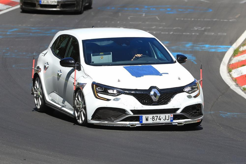 renault megane rs trophy  300 cv per battere il nurburgring