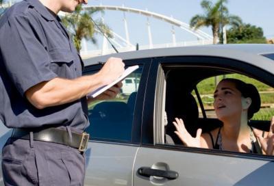 Multa per auto intestata a terzi? Facciamo chiarezza