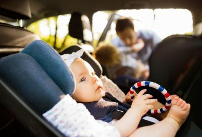 Seggiolini auto: al via i sistemi antiabbandono bambini