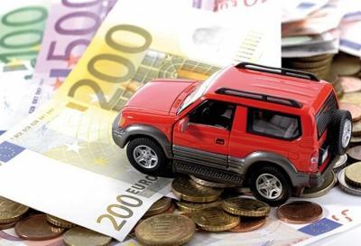 Manovra economica: non paghi la RC Auto? Ti sospendo la patente
