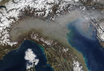 Inquinamento: PM10 e NOx scendono ma permane l'emergenza ambientale