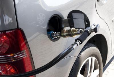 Metano: via libera al decreto per fare il pieno di metano da soli