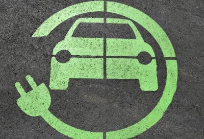Auto elettriche: da luglio 2019 dovranno fare rumore