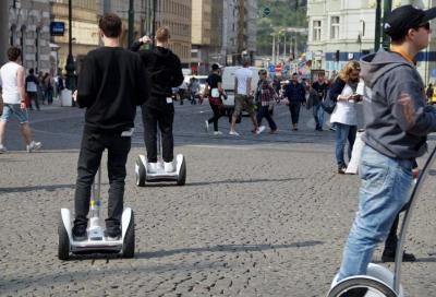 Monopattini, hoverboard e segway elettrici: scattano le nuove norme
