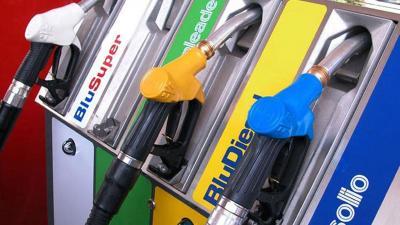 Carburanti: il barile cala ma la colonnina non scende
