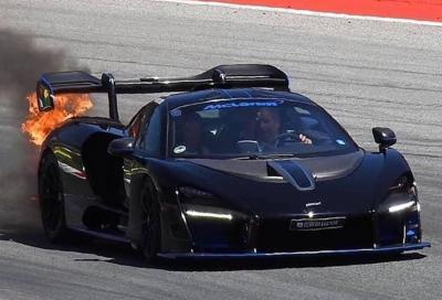 Una Mclaren Senna in fiamme con Berger alla guida