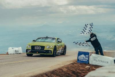 Bentley festeggia alla Pikes Peak con la Continental GT