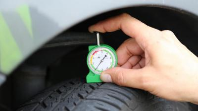 Polstrada: un'auto su dieci ha pneumatici non a norma