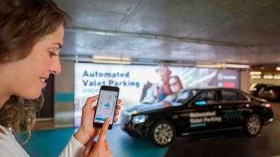 Mercedes: benvenuto parcheggio automatico