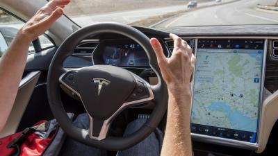 Tesla: class action per pubblicità ingannevole