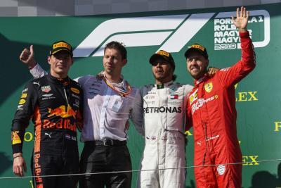 F1, Hamilton rimonta su Verstappen in Ungheria e vince di forza