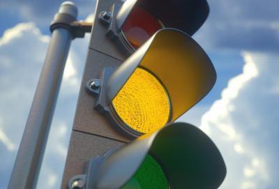 Semaforo: quanto deve durare il segnale giallo?