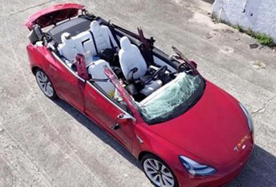 Tesla Autopilot: di nuovo sotto un camion, questa volta a 100 km/h