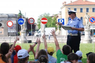 Educazione stradale: insegnamento a scuola rimandato di un anno