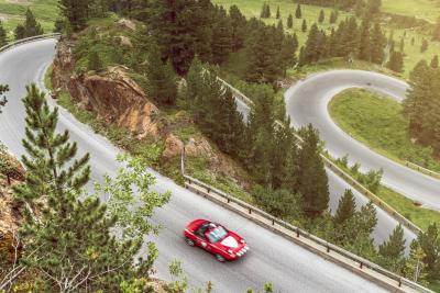 Oltre 2.900 tornanti in 12 ore: il nuovo record di Pirelli