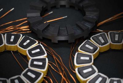 Auto elettriche: una innovazione ne abbatte il peso