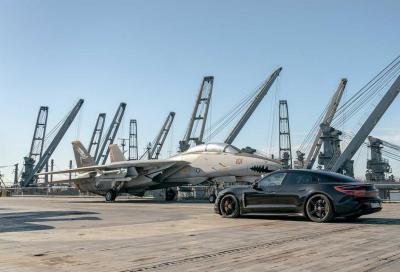 Porsche Taycan: su una portaerei a 145 km/h (VIDEO)