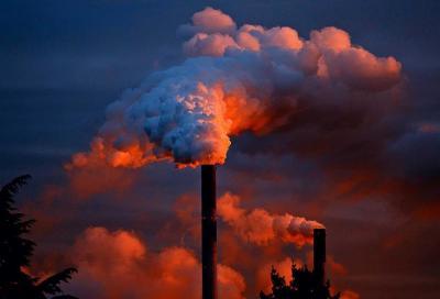 Diesel vs Elettrico: la guerra continua. Chi la vince sulle emissioni?