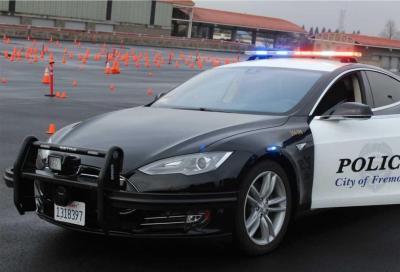 La Tesla della Polizia si scarica durante un inseguimento