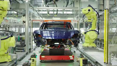 """Porsche rilascia un """"film"""" sulla nascita della Taycan"""