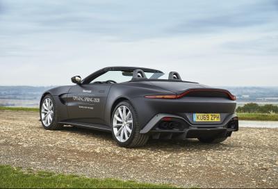 Aston Martin Vantage, in arrivo la versione Roadster