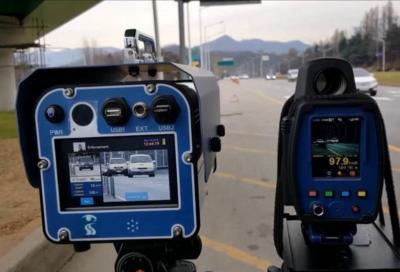 TruCam vede se guidi senza cintura o con smartphone
