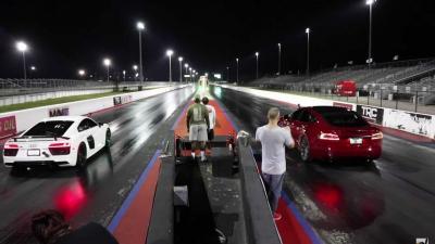Tesla Model S vs Audi R8 V10: il risultato è al fotofinish