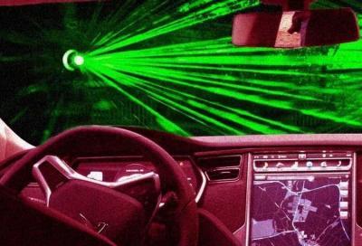 Tesla brevetta tergicristalli laser per il parabrezza